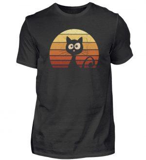 Schwarze Katze vor Retro Sonnenuntergang - Herren Shirt-16
