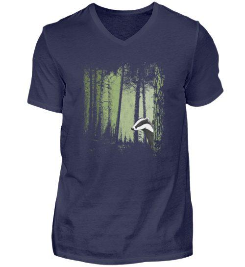 frecher Dachs im Zwielicht Wald - Herren V-Neck Shirt-198